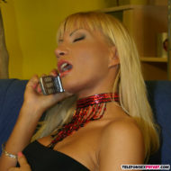 Blonde junge Frau über 30 während Telefonfick